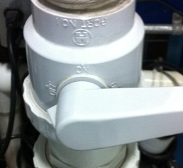 Pool pump isolation valve